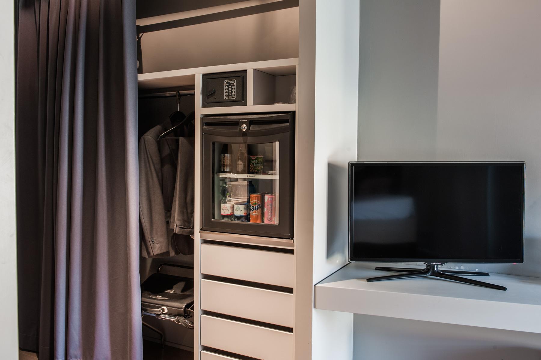 camera 320 particolare tv